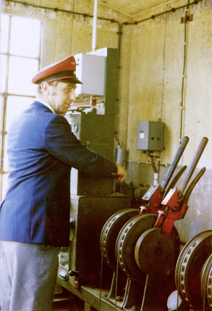 Dieter Schneider im Stellwerk in den 1970er-Jahren
