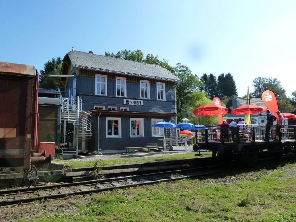 Der alte Bahnhof Hützemert mit Dorfsaal und Jausenstation