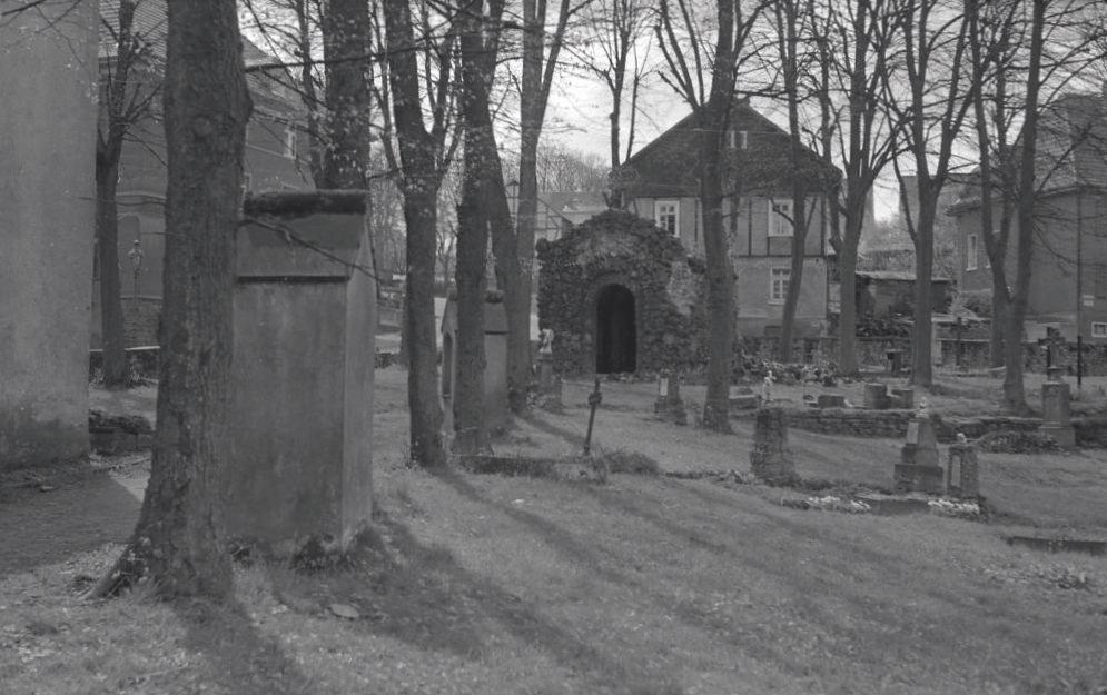 Die Josefs-Grotte - Friedhof Kreuzkapelle olpe