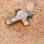 Attendorner Kommunionkinder schmieden ihre Kreuzanhänger