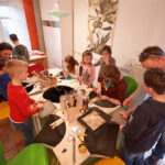 WOLL Sauerland Attendorner Kommunionkinder schmieden ihre Kreuzanhänger