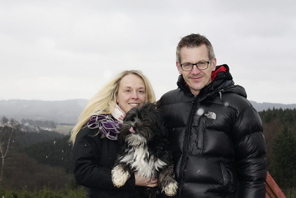 Julia Taach (li.) und Wolfgang Bock erlebten aufregende Tage. Auch ohne Pico (Mitte).