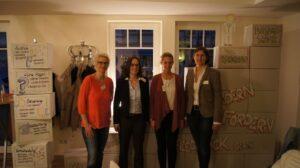 v.l.: Walburga Schubert (Café Klatsch), Dr. Elke Drepper-Cramer (Kompetenzzentrum Frau & Beruf Hellweg-Hochsauerland), Annabel Butschan (SUZ) und Christine Balkenhol