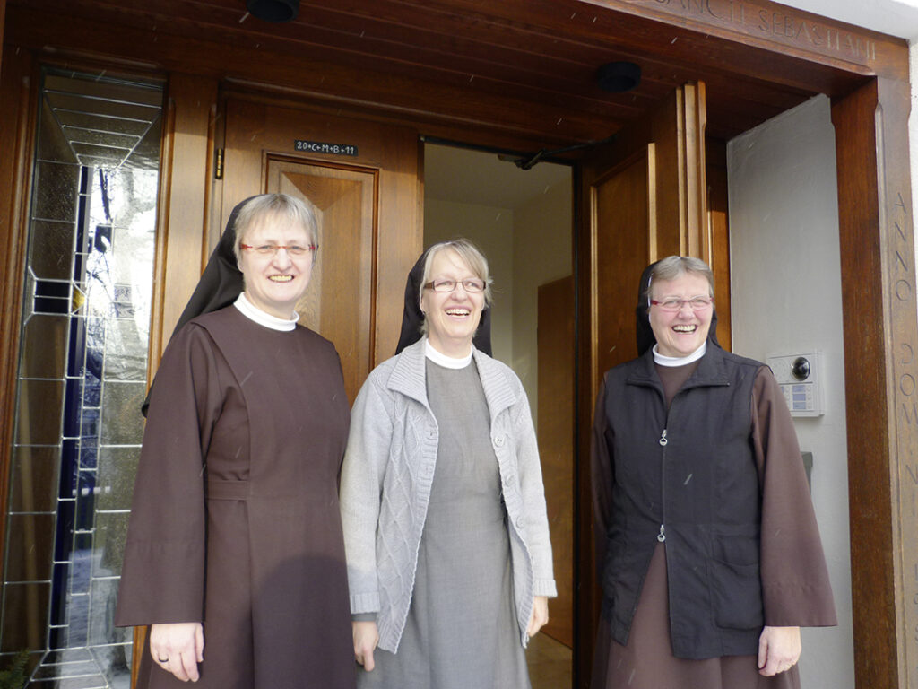 Schwester Veronika Fricke, Schwester Gertrudis Lüneborg und Schwester Katharina Hartleib.