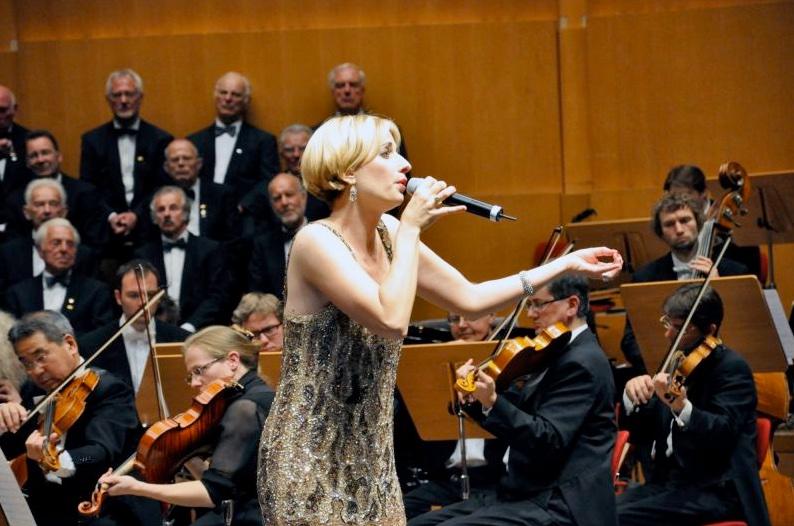 Adrienne Haan mit dem Jaques Offenbach Orchester