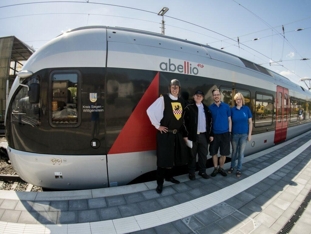 AquaMagis und Burg Altena genießen Aufmerksamkeit im Ruhr-Sieg-Express in