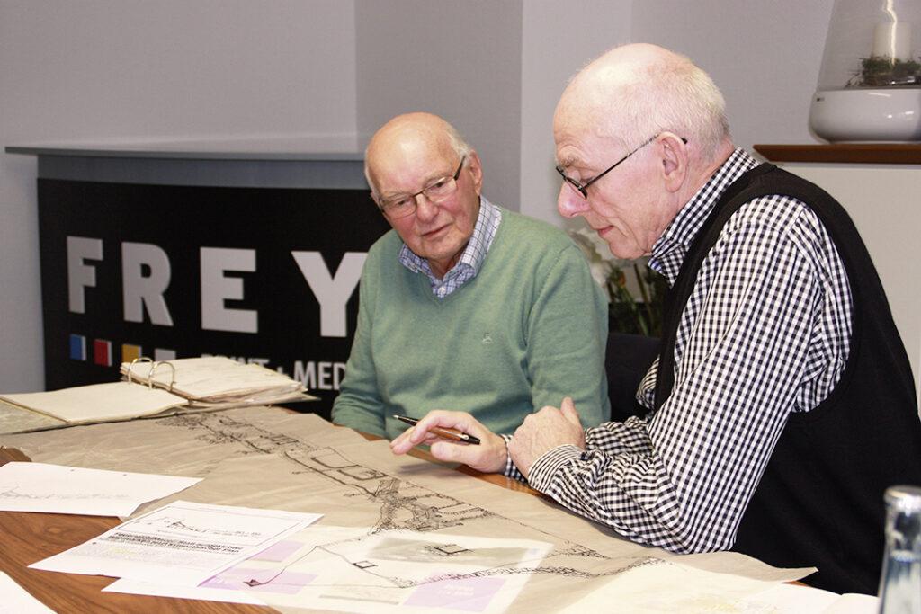 DIe Architekten Bernd Greitemann (li.) und Johannes Höffer beschäftigen sich gern noch einmal mit den Entwürfen von 1985 bis 1987, die einst längst zur Ausführung beschlossen wurden.