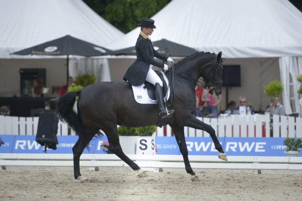Isabel Werth mit Weihegold
