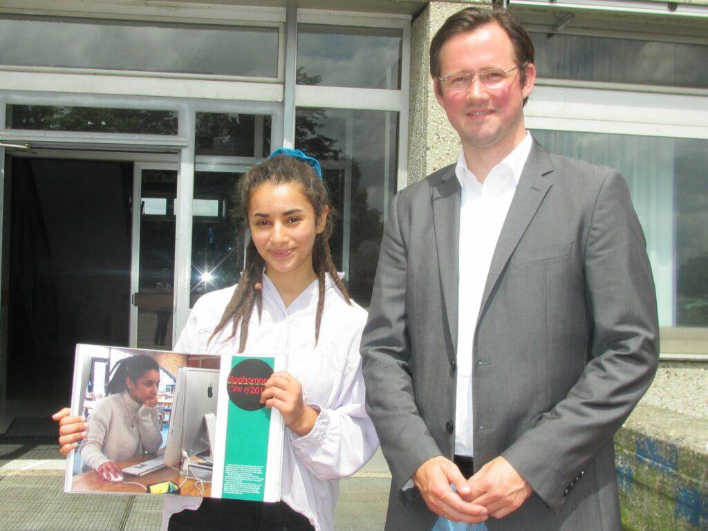 Ijman El Haddad, ehemalige Schülerin der Realschule Sundern und Junior-Botschafterin (Parlamentarisches Patenschaftsprogramm) und Projektpate MdB Dirk Wiese.