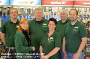 Marktleiter Ulrich Klauke (r) mit einem Teil des 12-köpfigen Teams.