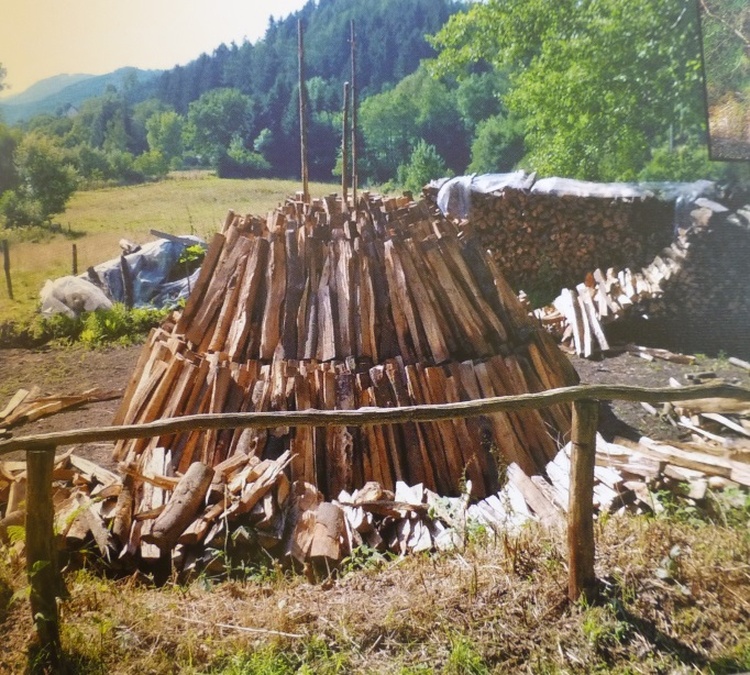 Meiler-Buchenholzaufschichtung