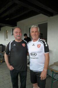 Mitorganisator Peter Schmidt (links) mit Fußball-Legende Klaus Fischer