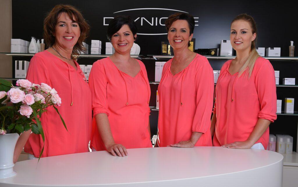 V.L.N.R.: Pauline Höwer, Ann-Kathrin Bader, Bettina Bader und Gaby Pape