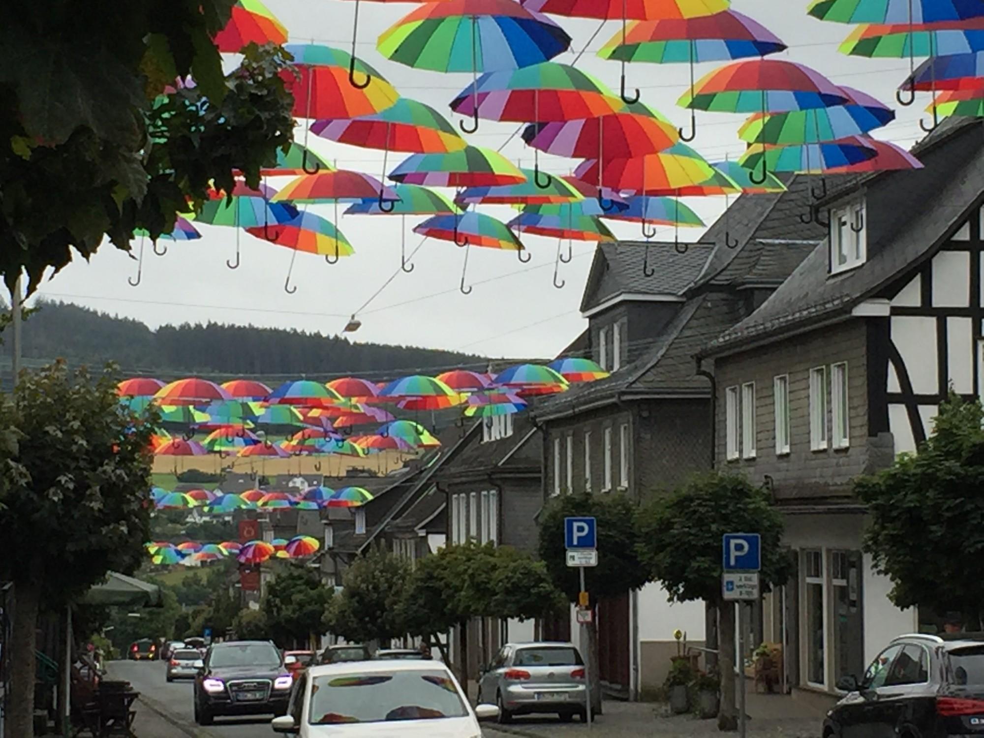 """""""Mit Schirm und Charme"""", so lautet das Motto der diesjährigen Schmallenberger Woche."""