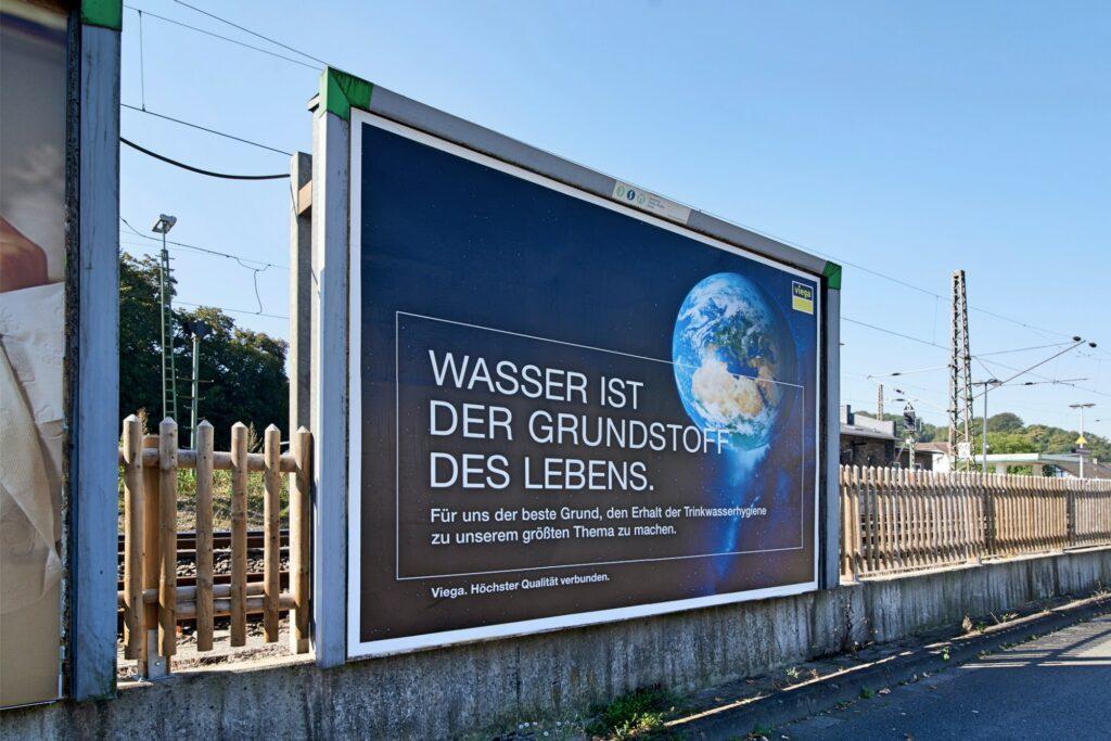 Viega PR Werbeschilder Bahnhof Attendorn Lennestadt