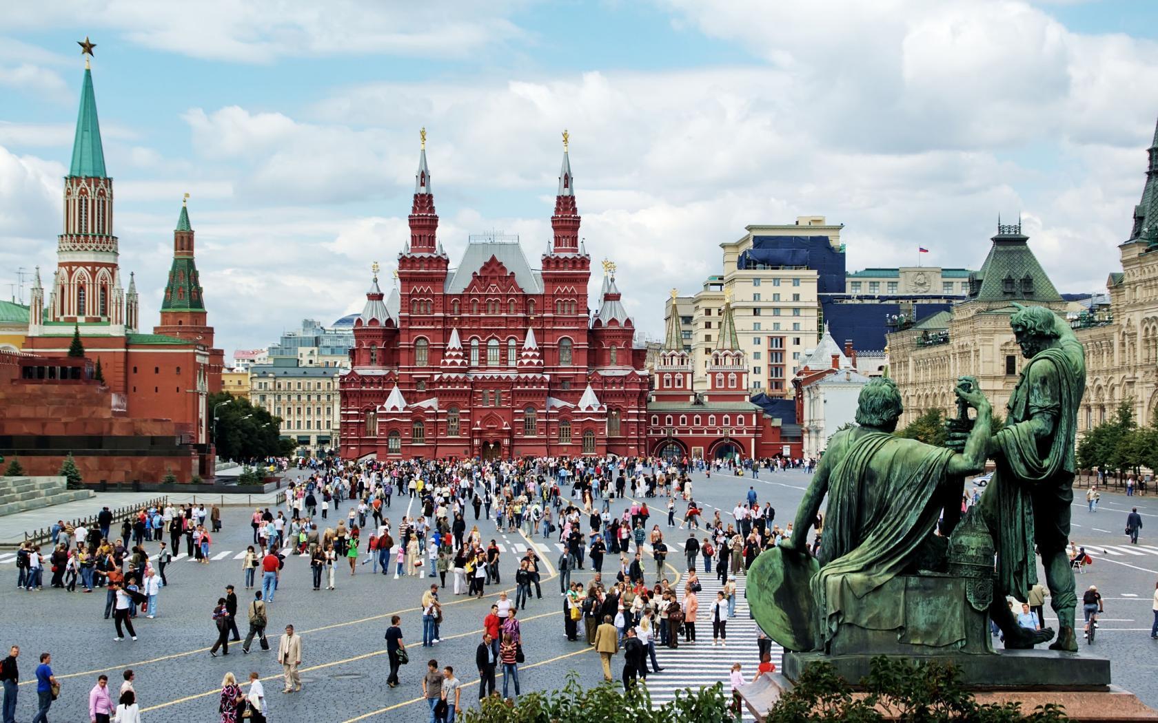 Der rote Platz im Zentrum der Moskauer Altstadt – eine VHS-Studienreise führt 2017 in die russischen Metropolen Moskau und St. Petersburg.