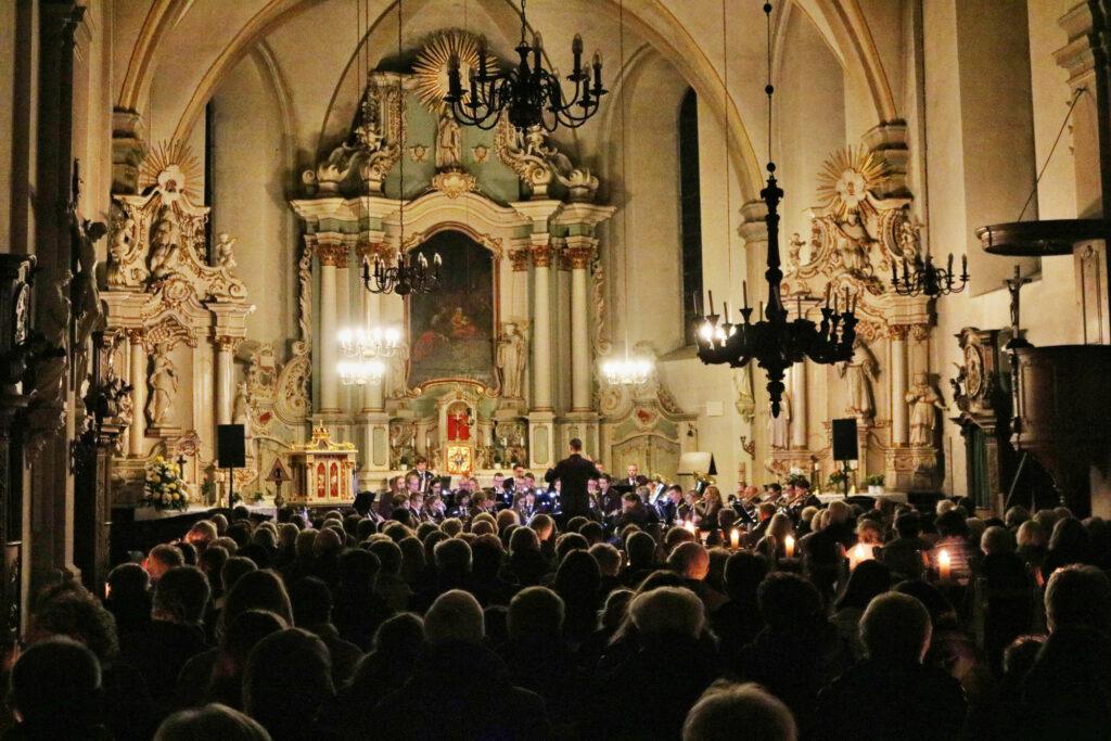 Das 125. Kerzenkonzert mit dem Briloner Blasorchester war ein voller Erfolg. Foto: Jörg Schlüter