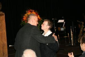 Peter Bürger bedankt sich bei Frau Kessmeier für die Unterstützung durch ihren Mann.