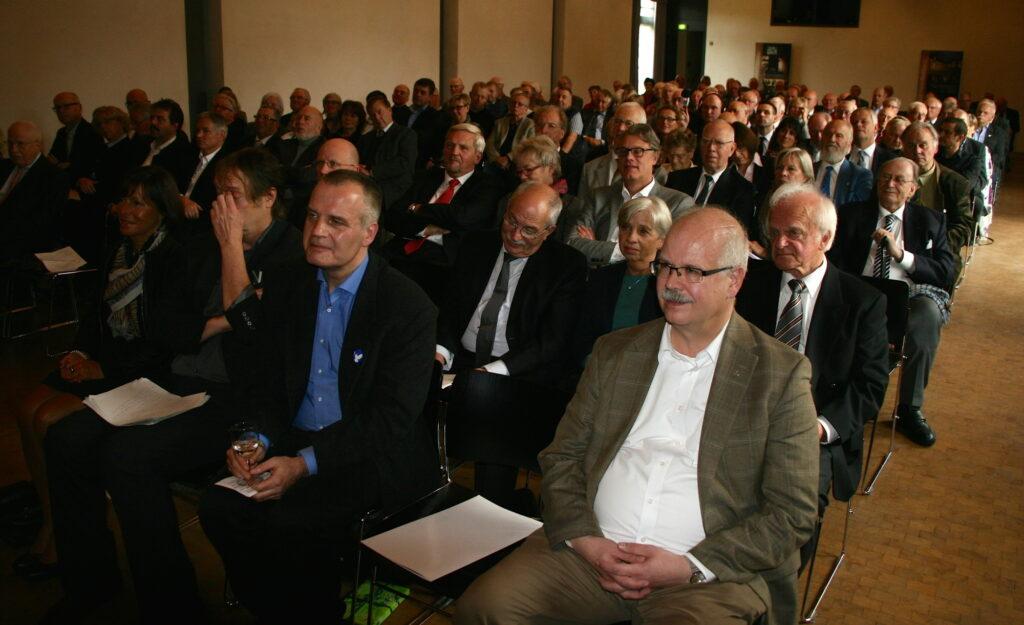 Freunde und Förderer der niederdeutschen Srache wohnten dem Festakt auf dem Kultugut Nottbeck bei.