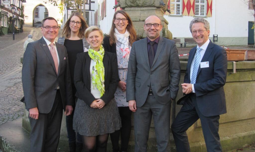 In Arnsberg, dem Ort mit den meisten radelnden Übernachtungsgästen, stellten die Vertreter des Sauerland-Tourismus und der Ruhr Tourismus GmbH die Jubiläums-Bilanz vor und hatten allen Grund zur Freude.