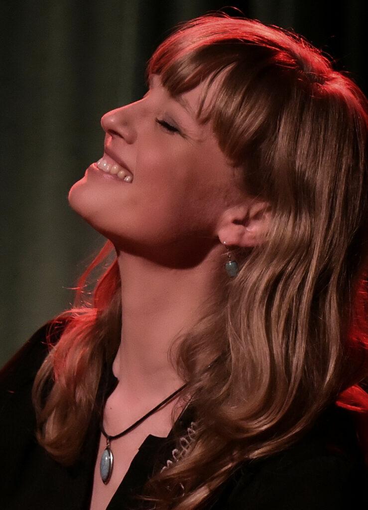 christina-lux-3-foto-manfred-kittner-2-13x18-300