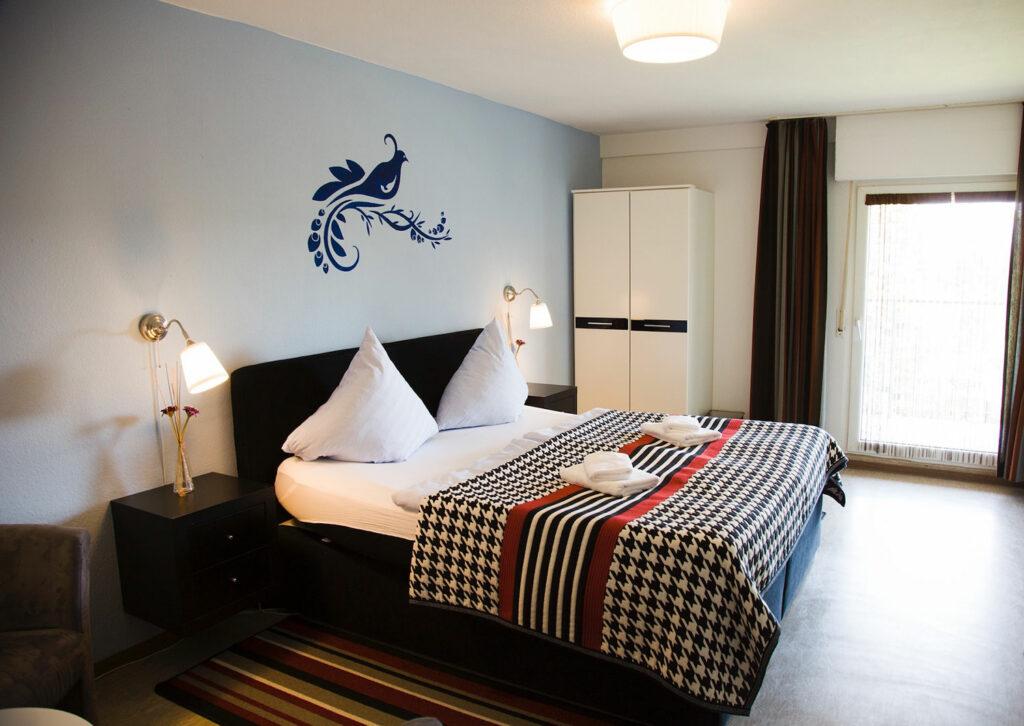 Blick in ein Hotelzimmer vom Ferienpark Hollandia in Bestwig-Föckinghausen. Foto: Christina Blum