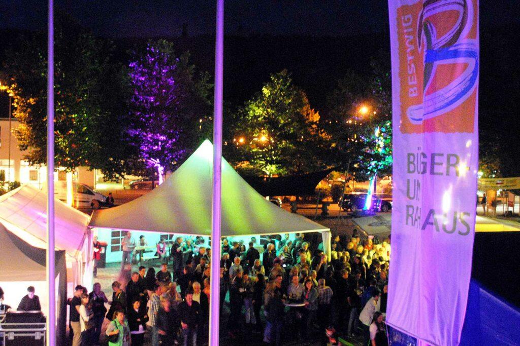 Samstag Abends beim Gastgarten_ Live-Musik und gute Stimmung in Bestwig! Foto: Werbegemeinschaft Bestwig
