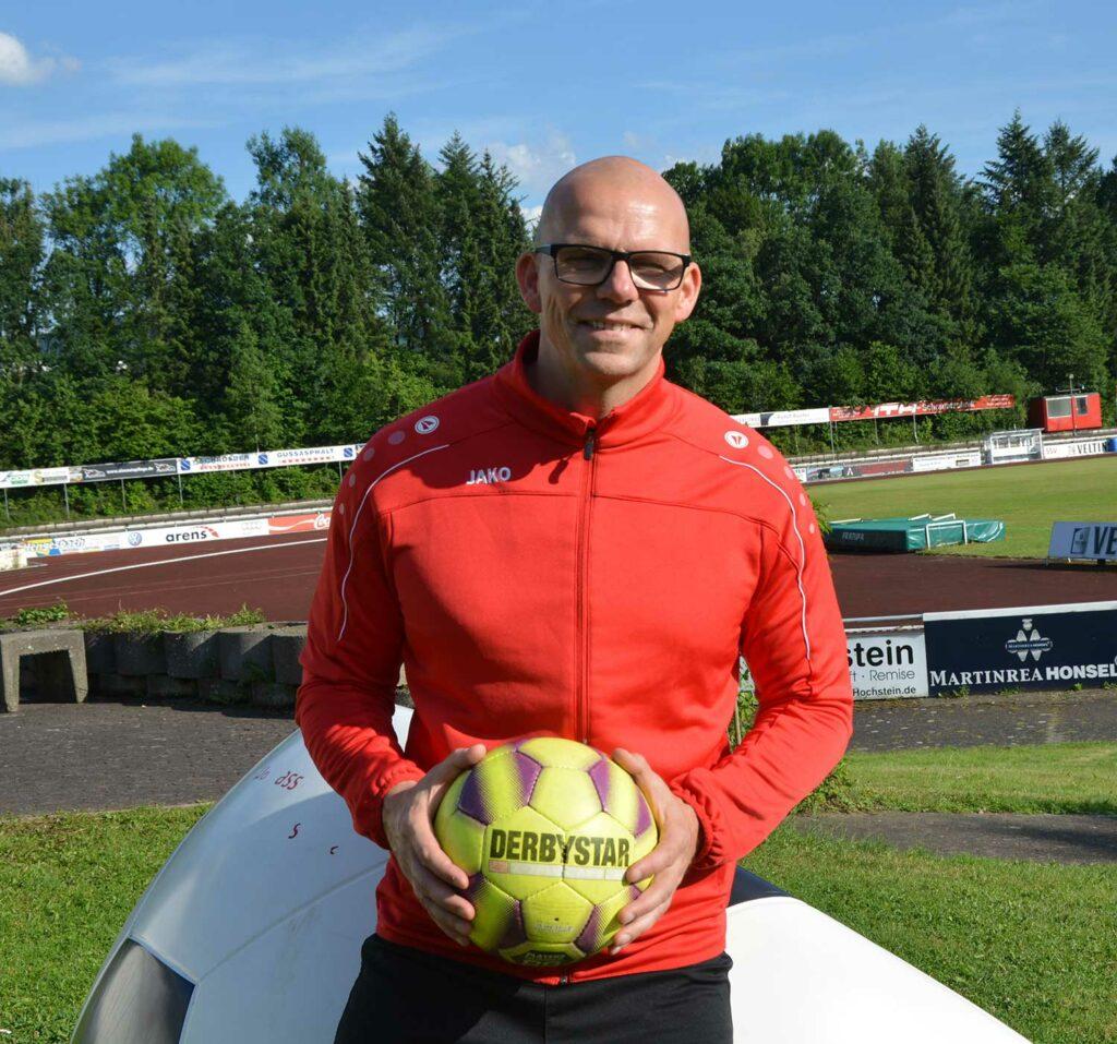 Trainer Heiko Hofmann will den SSV Meschede wieder in die Spur bringen. Foto: Peter Benedickt