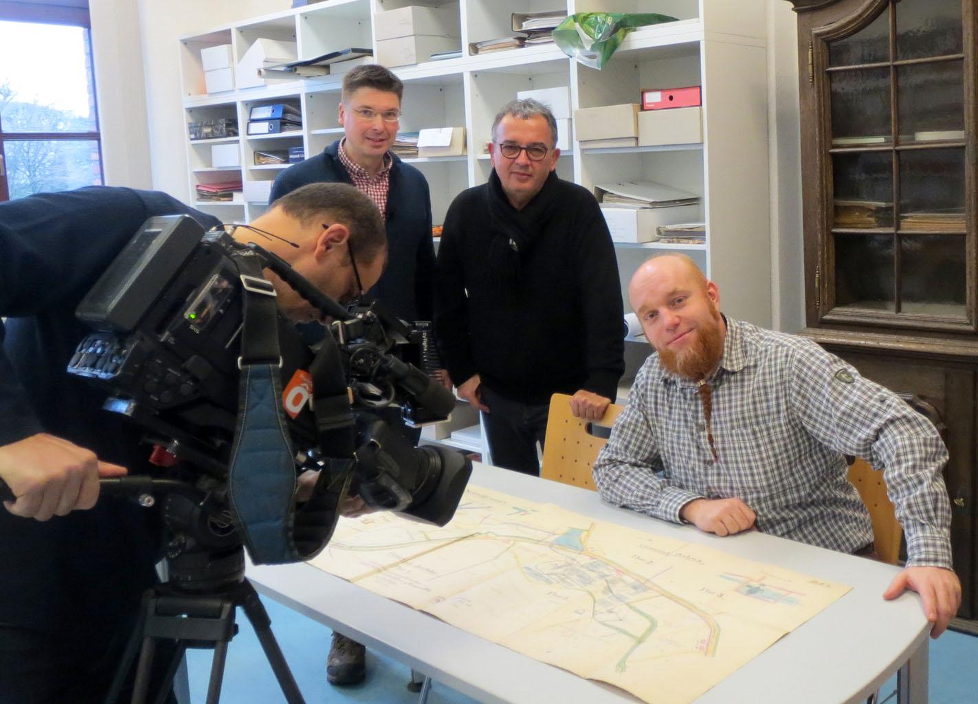 Französisches Filmteam besucht Stadtarchiv Iserlohn. Foto: Stadt Iserlohn