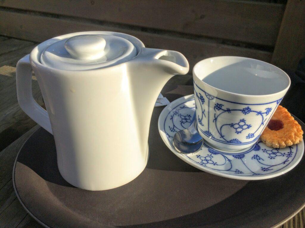 """Kaffeservice in """"Indisch Blau"""" bei Xaver. Foto: Frank Stratmann"""