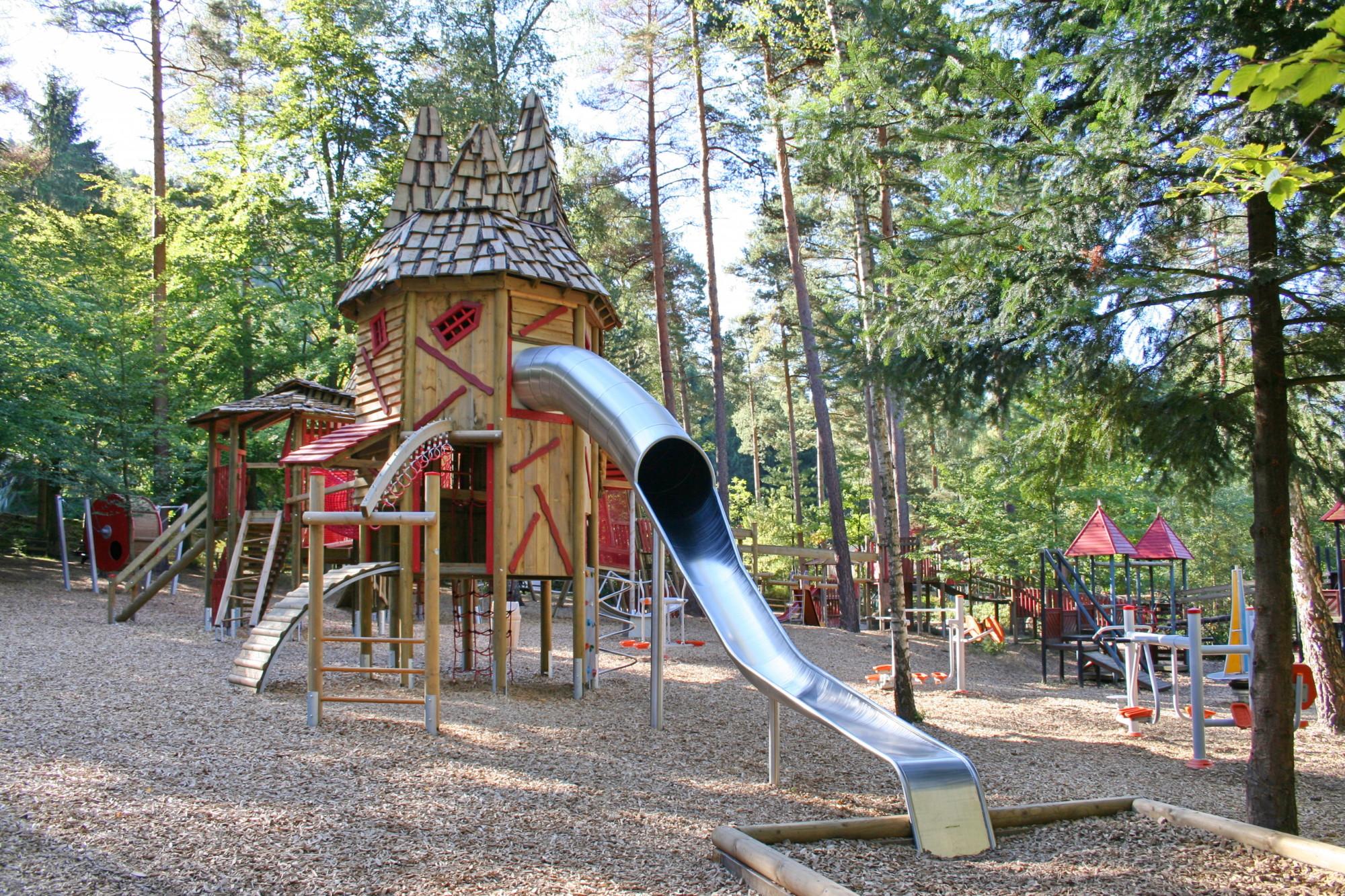 Klettergerüst Metall Spielplatz : Kompan spielplatzgeräte für spielplätze