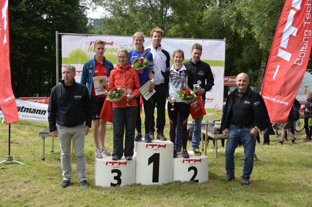 Groß war der Jubel bei den Siegern des elften ITH-Hennesee-Triathlons. Fotos: Stadtmarketing Meschede