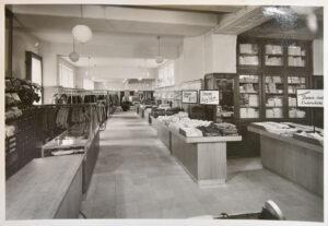 Blick in den Verkaufsraum 1957