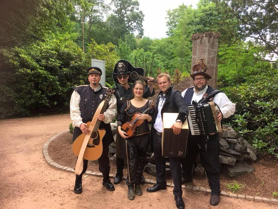 """Steam-Akustik Folk Band """"Tales of Nebelheym"""" sorgt an beiden Tagen für Unterhaltung."""
