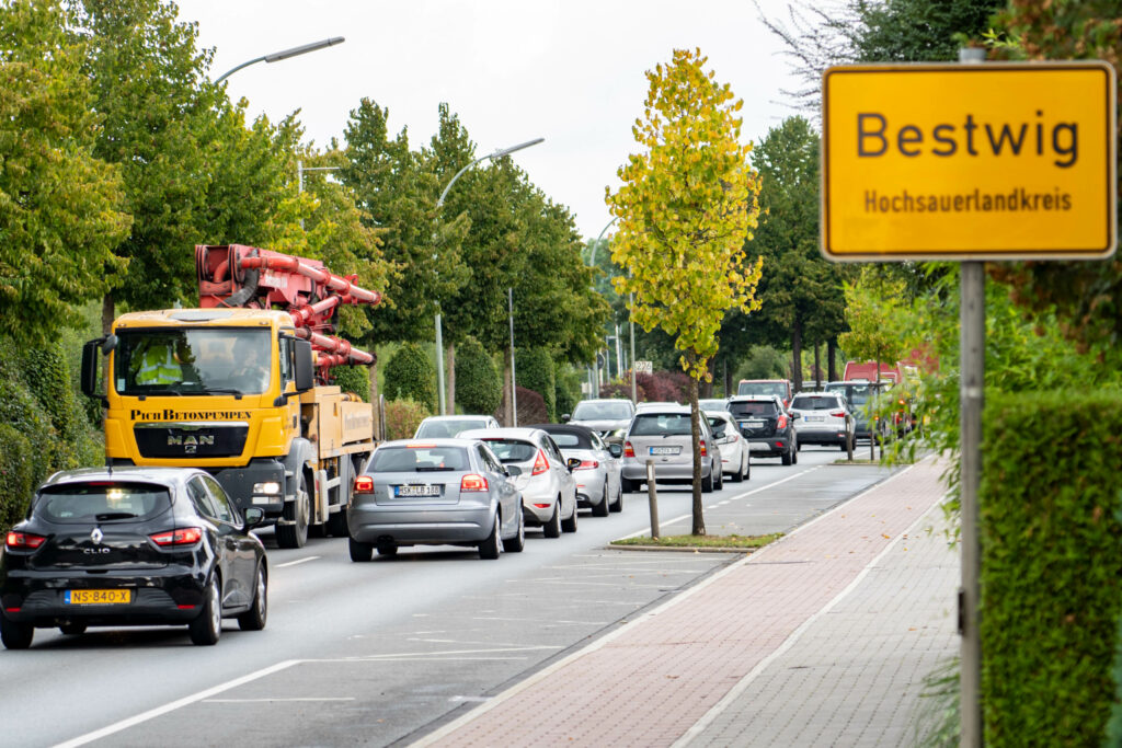 Adieu Dauerbeschallung? Bestwigs Bürger beweisen GelassenheitBestwiger Hauptstraße