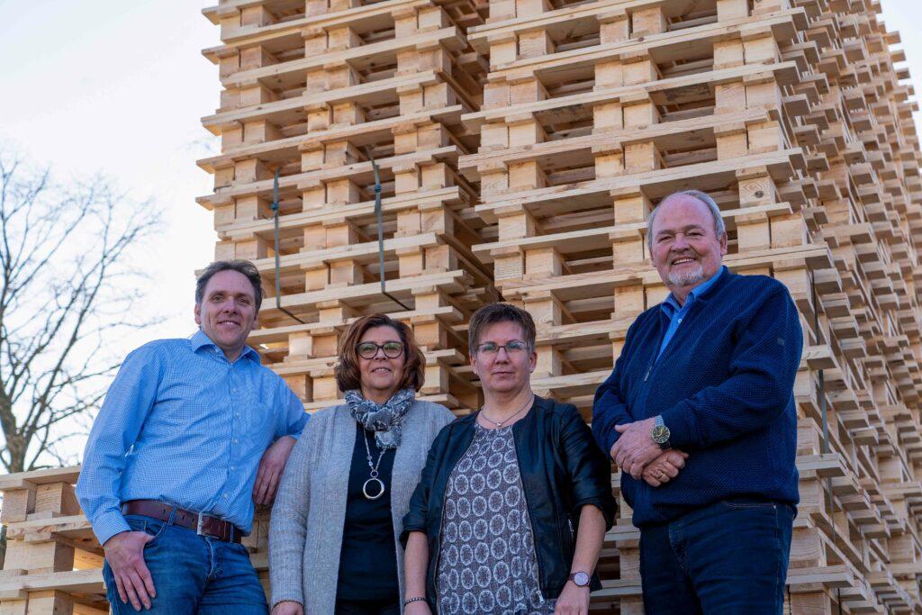 v.l.n.r. Herr Kunze, Frau Weber, Frau Brüggemann & Herr Schulte - Hubert Schulte GmbH in Sundern-Hellefeld ist Spezialist für Holzverpackungen