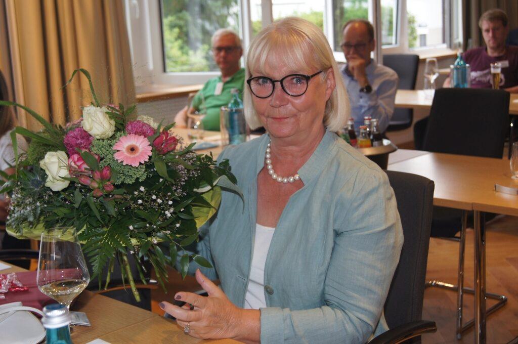 SUZ bedankt sich bei Annelie Ruddies-Warwitz und Annabel Hansen Foto: SUZ