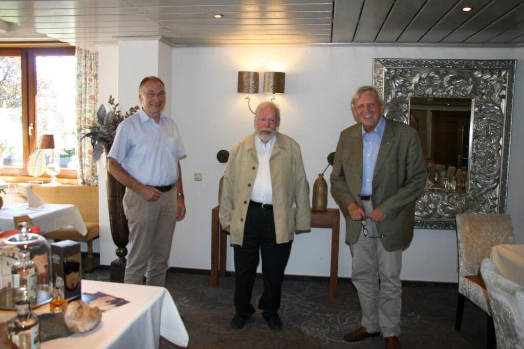 Bekanntgabe der Preisverleihung an Dr. Werner Beckmann v.l.n.r: Elmar Reuter, Dr. Werner Beckmann, Hans-Peter Boer