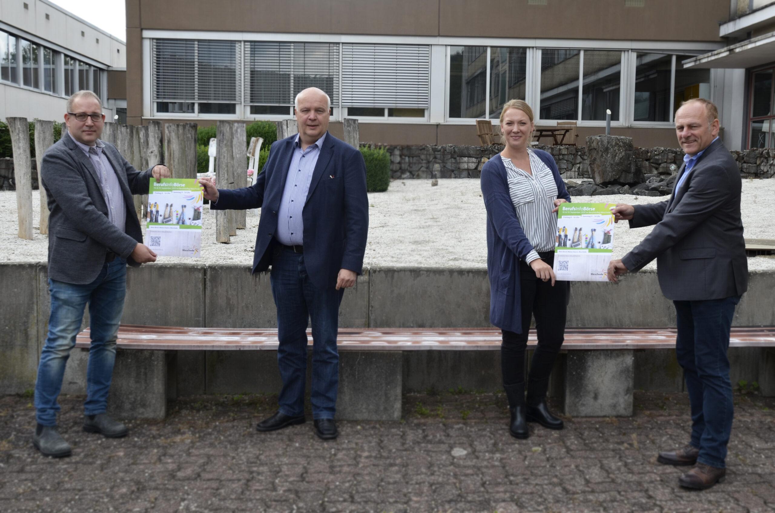 Die Organisatoren freuen sich auch in 2020 auf Schüler, Eltern und interessierte Gäste (v.l.): Knut Langer (Vorstand IMW), Meinolf Ewers (Vorsitzender IMW), Christina Wolff (Wirtschaftsförderin) und Carsten Placht (Schulleiter BKM). Foto: Stadtmarketing