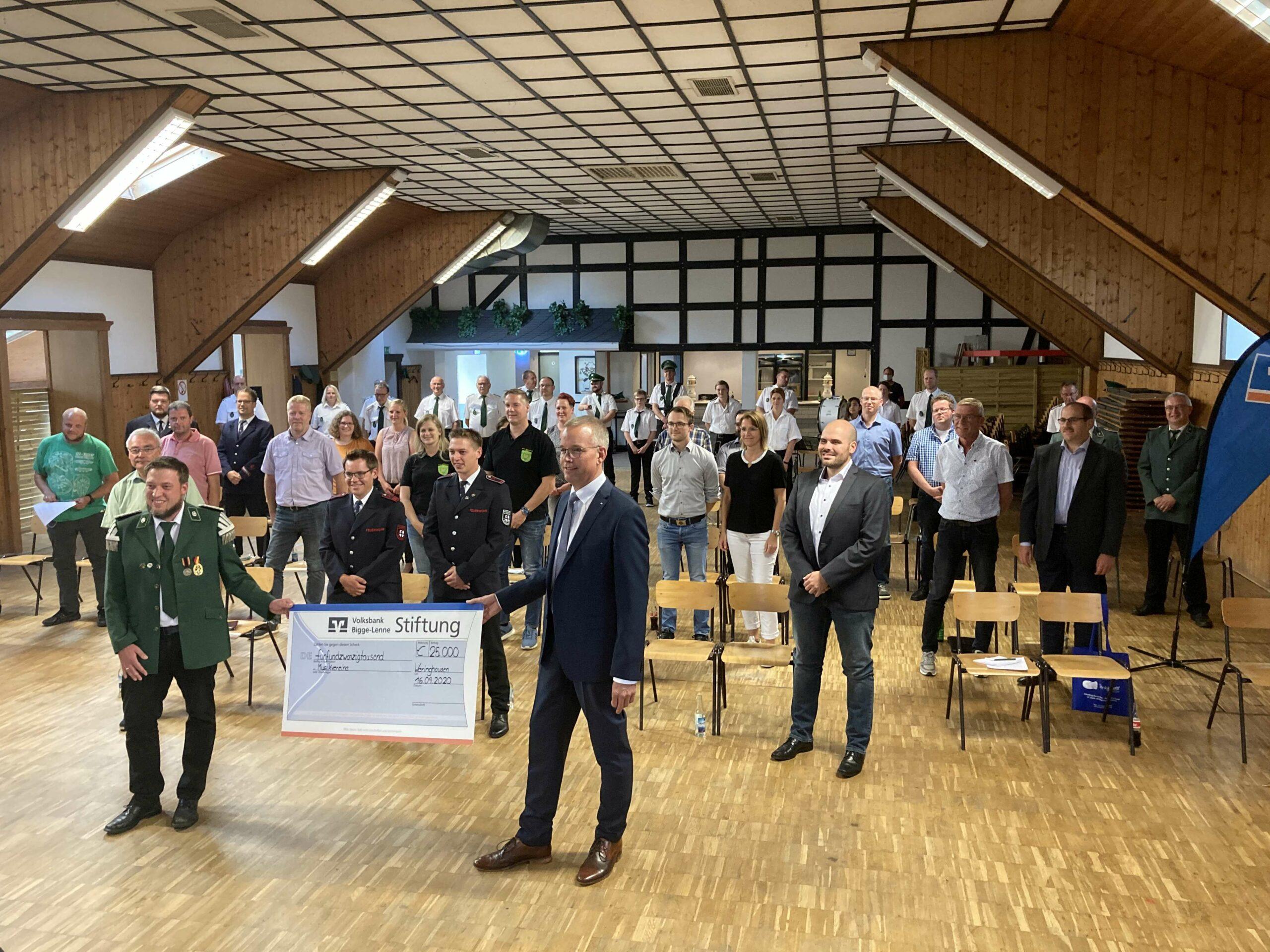 25.000 Euro-Scheck