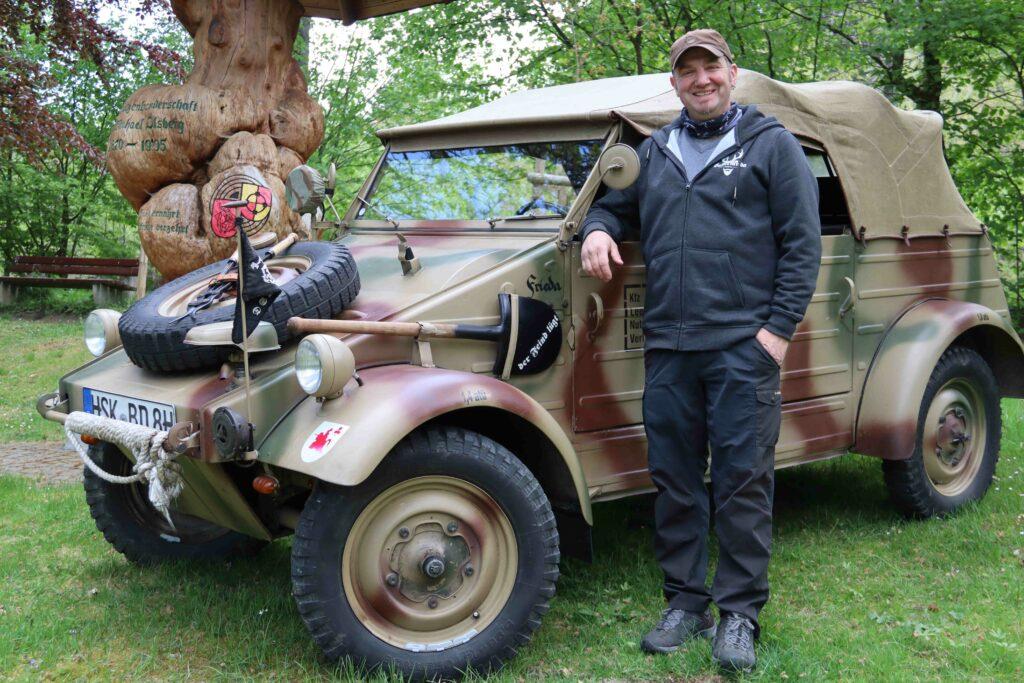 """""""STOPP, ICH WILL WISSEN, WAS DAS IST!"""" Dirk Bergmann und sein fast 80 Jahre alter Kübelwagen werden häufiger mal angehalten"""