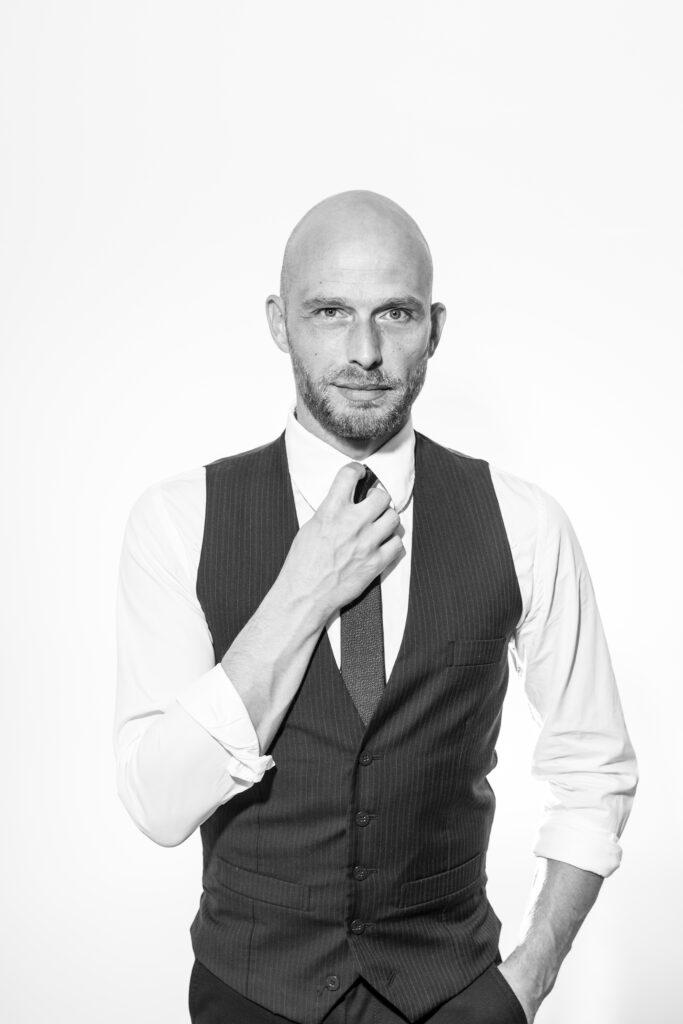 Der Mescheder Andre Kramer moderiert auch die große Comedy-Show 3.0 in der Stadthalle am 4. Dezember 2020. Foto: Stadtmarketing Meschede