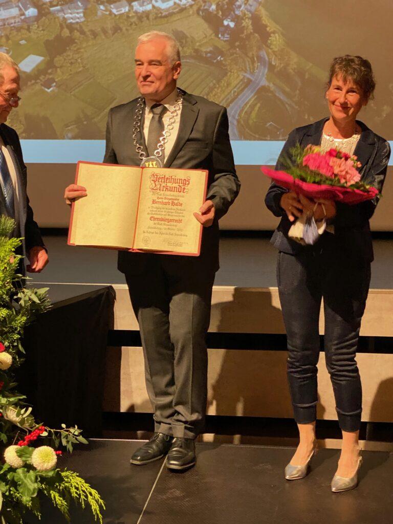 Überreichung der Urkunde mit dem Ehrenbürgerrecht der Stadt Schmallenberg