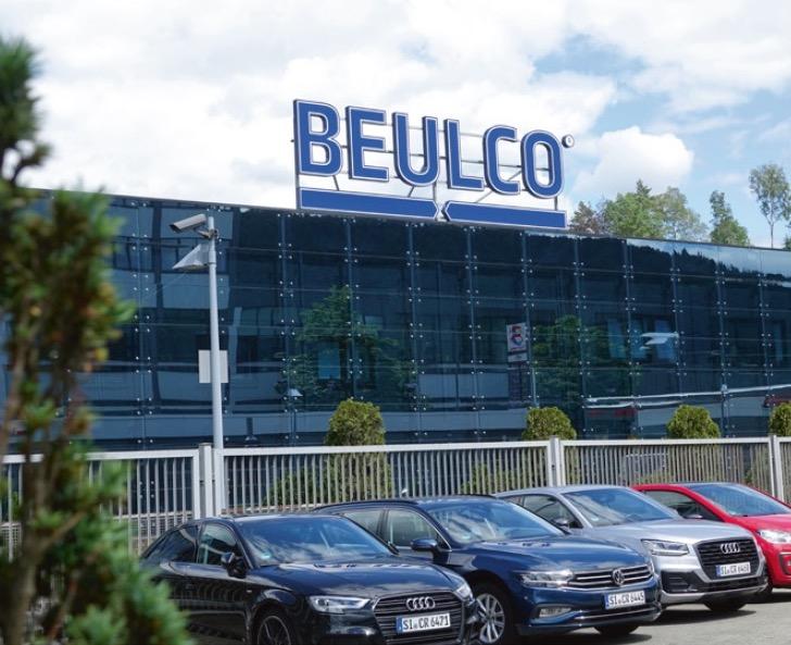 """BEULCO am Ortseingang von Attendorn erstrahlt im """"alten"""" neuen Glanz: Das Unternehmen zählt zu den Top 100 Innovationsunternehmen des Mittelstands in Deutschlands 2020."""