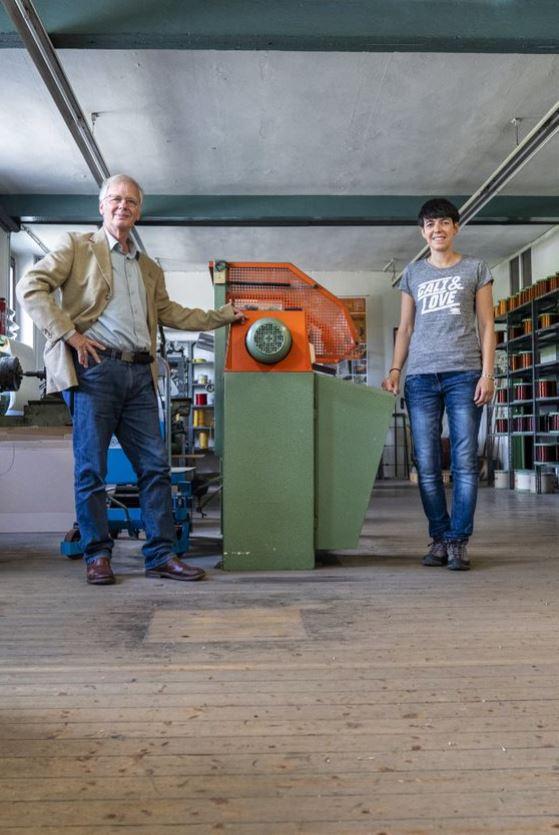 """Heimatforscher Wolfgang Rinschen und Simone Hegener im früheren """"Großen Saal"""". Foto: S. Droste"""