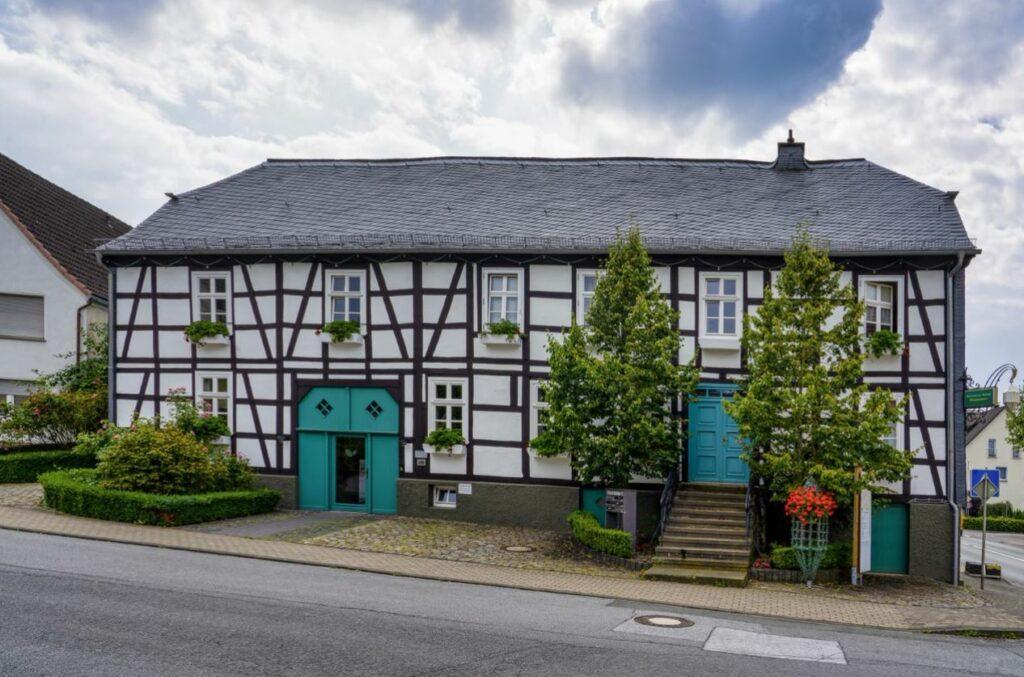 Könnte viel erzählen: Das Haus Steinrücken, ältestes Gebäude in Suttrop. Foto: S. Droste