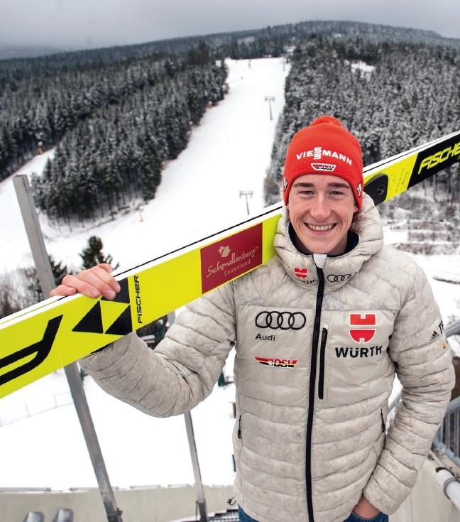 Winterlandschaft wie im Bilderbuch: Lenard Kersting vor der Winterberger Sprungschanze