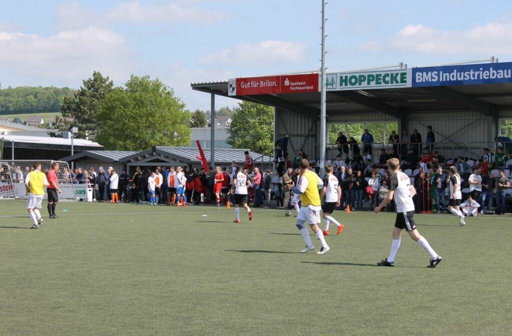 Fußball- und Familientag in Brilon: 16 Firmen-Fußballmannschaften und ganz viel Spaß für die Mitarbeiter und Angehörigen der Big Six Mitgliedsunternehmen (Bild aus dem Jahr 2019)