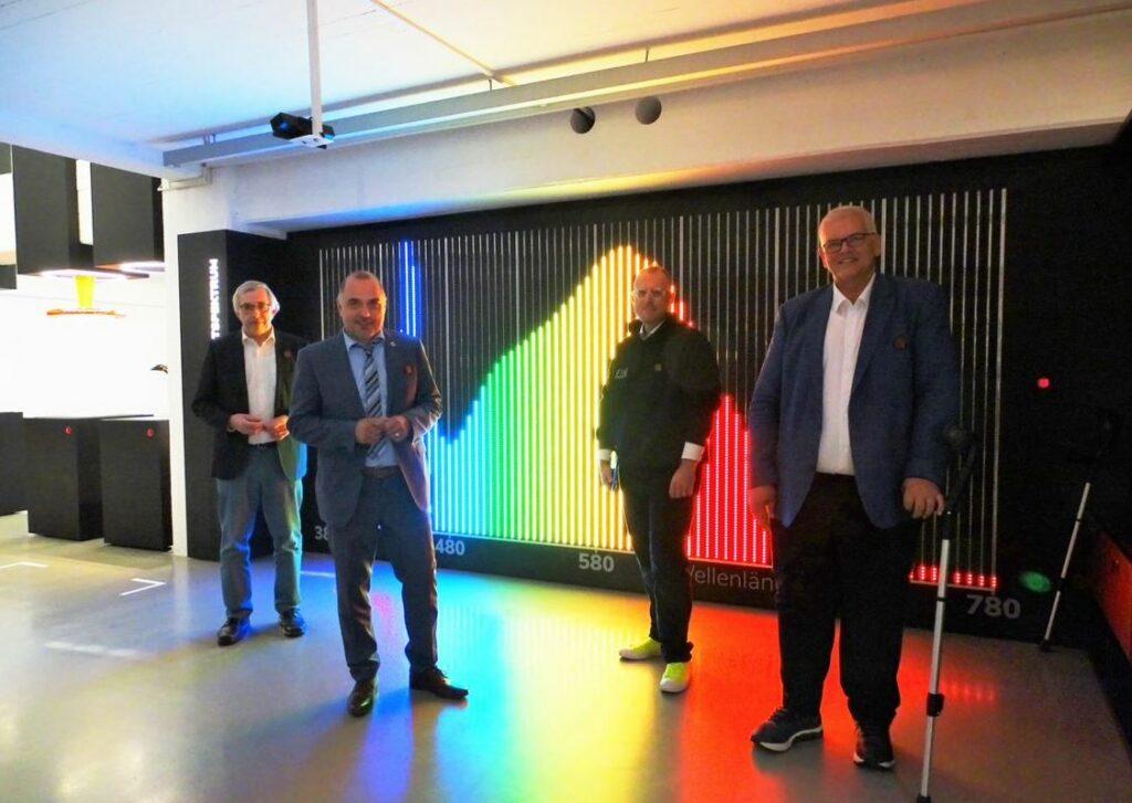 Staatssekretär Klaus Kaiser, Bürgermeister Ralf Paul Bittner, Dennis Köhler (Lichtforums NRW) und Regierungspräsident Hans-Josef Vogel bei der Eröffnung