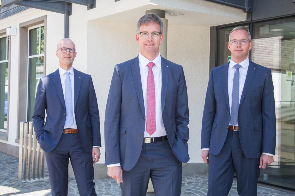 Blicken auf ein zufriedenstellendes Geschäftsjahr 2020 zurück: (v.l.) Andreas Ermecke, Michael Griese und Bernd Griese.